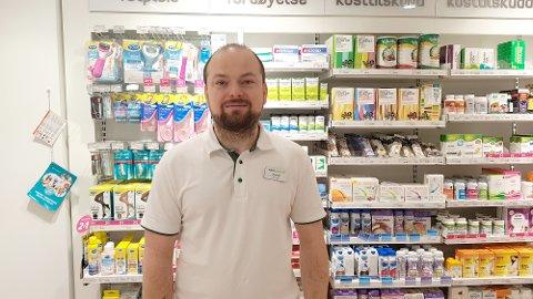 BEKYMRET: Daglig leder ved Vitusapotek i Fritzøe Brygge i Larvik, Kornèl Kiss, sendte en bekymringsmelding til fylkeslegen i Vestfold etter å ha oppdaget at en pasient fikk flere resepter fra forskjellige leger.