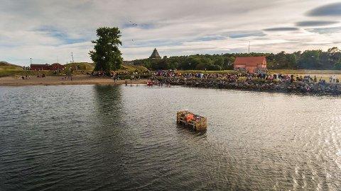 FØRSTE SANKTHANSFEIRING: I år var første gang Stavern Vel arrrangerte feiring på sankthansaften i leiren i Stavern.