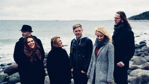 PUST: Gruppen består av Camilla Susann Haug (sopran), Anne Hilde Grøv (sopran),Elisabeth Anvik (alt), Jostein Hasselgård (tenor), Håvard Gravdal (baryton) ogMads Iversen (bass).
