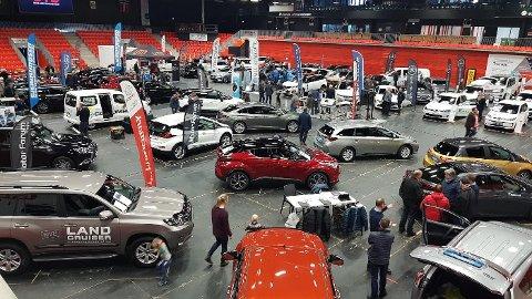 MESSE: Torsdag er det klart for ny bilmesse i Jotron Arena. Bildet er fra januar 2020, nå er utvalget spisset mot arbeidsbiler. (Arkivfoto)