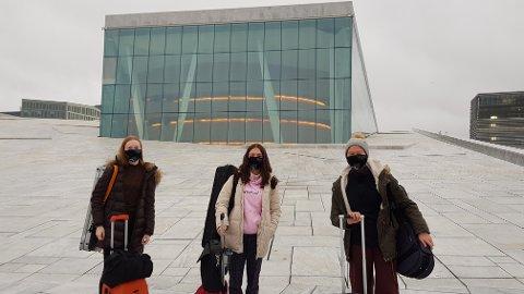 SAMLET: Rebecca Nøstrud Isaksen, Sofija Pavlovic og Emma Pots var samlet i Operaen der de møtte sin felles mentor.