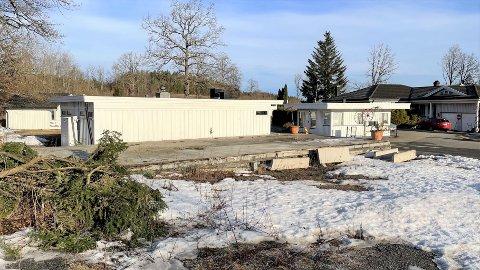 GRUNNMUR UTEN BYGG: Kroa brant i 2005, og ble revet i 2006. Bare fundamentet står igjen.