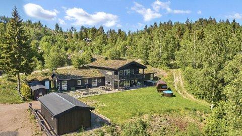 LODGE: Svarstad Lodge er den største hytta til Svarstadhyttene AS. Den er på 470 kvadratmeter, har 18 soverom og 40 sengeplasser. Prisen for en helg starter på 25.000 kroner.