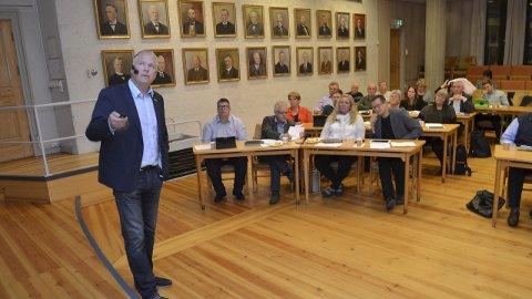 SÅNN PASSE: Forsvarskoordinator Per Victor Nygård mener forsvaret i Innlandet kommer sånn pass ut i forslaget fra den avtroppende Solberg-regjeringen. Her fra en tidligere seanse i kommunestyret i Elverum.
