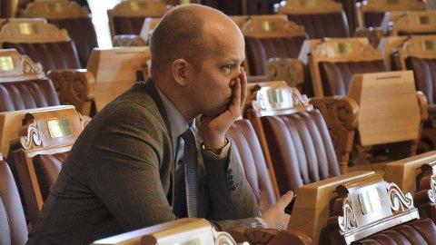 MER: Trygve Slagsvold Vedum (Sp), opplyser at kontrollkomiteen ønsker mer dokumentasjon fra Widvey. (Foto: Gunnar Østmoe)