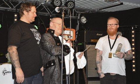 Joker: Begil og Redneck Tattoo på Lillehammer fikk publikums-prisen for beste tatovør. Geir Gundersen og Carl Bergsvik delte den ut.