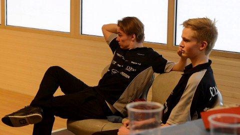STORSPILTE:  Andreas Skoglund, til venstre, og Jens Mathiesen storspilte i siste kampen. Men det var altså ikke nok denne gangen. (Foto: Sverre Viggen)
