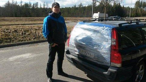 – Det går vel en tjuv rundt i Oslo med tannbeskytter, susp og boksehansker nå, sier Robert Paulsbyen. (Foto: Privat)