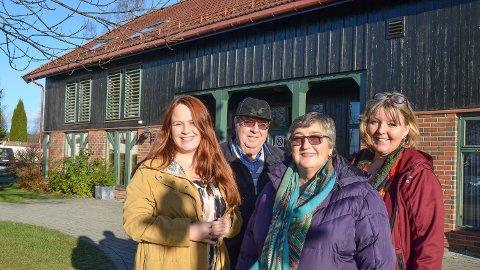 FILM OG KURS: Fra venstre Guro Brenden, Karl Fr. Gihlemoen, Inger Ruud Veflingstad og Mona Myrvang Nygaard inviterer til kurset demensvennlig samfunn.