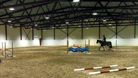 RIDEHALL: Nord-Østerdal hestesportsklubb lgeder seg over at de endelig er prioritert, og håper en ridehall kan realiseres.