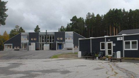 SAMBRUK: Fåset Idrettslag har allerede mye sambruk av friidrettsutstyr og -anlegg med Fåset skole og barnehage. (Foto: Tore  R. Steien)