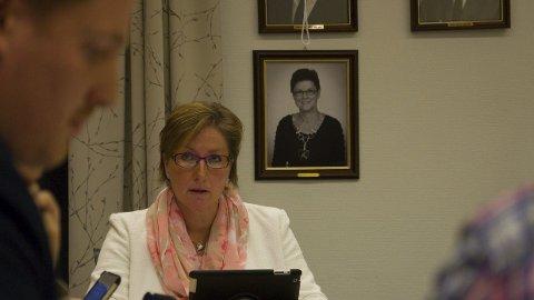 TAR OVER PROBLEMET: Ordfører Hilde Frankmo Tveråen fortsetter kampen for å få renset Folla etter Eva Tørhaug og Egil Eide. (Begge foto: Tore Rasmussen Steien)