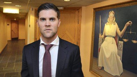BISTANDSADVOKAT: Helge Hartz ved Advokatfirmaet Hartz & co. skal bistå de fornærmede i saken mot idrettslederen som er siktet for flere overgrep av seksuell art over 30 år.