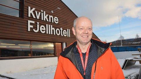 SELGER: Tom Henriksen i PTH as legger ut Kvikne fjellhotell for salg.