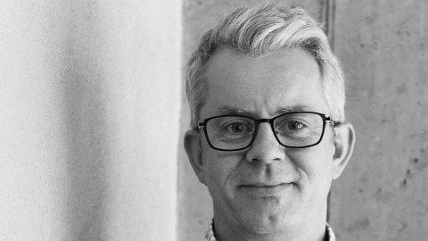 Knut Nærum står for manuset til Teater Innlandets nye storsating «Korps»