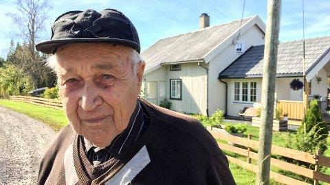 Peder Holen var 11 år da han så de tyske bombeflyene komme.
