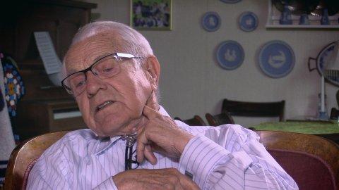 Arne Hjort Sørensen forteller om det dramatiske møtet med tyske fallskjermsoldater invasjonsdagen 1940