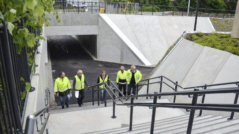 OMSTRIDT: Løten kommune har reist erstatningskrav mot Rambøll, som har byggeplanlagt undergangen ved Løten stasjon. Fotgjengerkryssingen ble åpnet i fjor sommer.