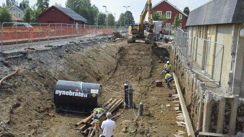 FOR TETT: Den nye fotgjengerundergangen i Løten sentrum ble lagt delvis inne på eiendommen til Stasjonsvegen 14 AS.