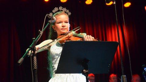 FIOLINIST: Victoria Fredriksberg (12) er allerede en erfaren og allsidig musikant.