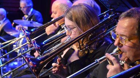 FIKK PRIS: Marte Emilsen (18) spiller trombone og vant pris på årets romjulskonsert med Løten Storband.