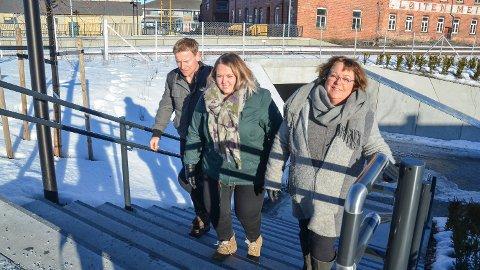GÅR VIDERE: Kjell Ingar Olsen, Marte Larsen Tønseth og Mette Stikholmen fra Løten Sp etterlyser tydelige tall for den nye fotgjengerundergangen i Løten sentrum.