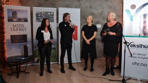 OKTOBER 2016: Eli A. Bryhni (fra venstre) fra Hamarregionen Utvikling på scenen i samtale med hjemflytterne Kjetil Wold og Ellen Østmoen, samt Elverums kultursjef Line M. Rustad.