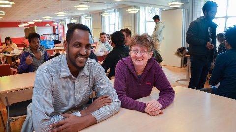 SPRÅKPRAKSIS: Nasteh Mohamed Awil fra Somalia trener på norsken sammen med Rosemary Frankling, opprinnelig fra England.