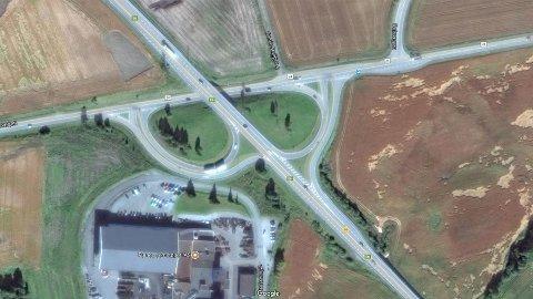 Slik ser dagens kryss ut. Kart: Google Maps