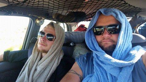VARMT: Det har vært lange, varme dager for Marcus Olsen og Kenneth Waleniussen under Mongol Rally. I lange perioder har de kjørt i over 40 varmegrader - uten aircondition ...