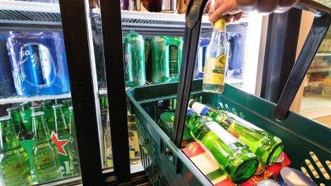 I gjennomsnitt drikker en voksen nordmann sju liter ren alkohol i året. Foto: Gorm Kallestad, NTB scanpix/ANB