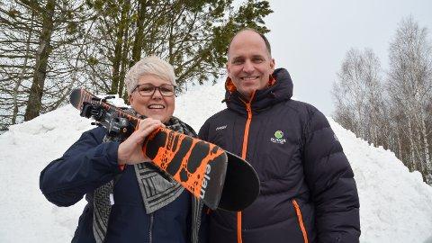 TIL FJELLS: I februar og mars blir det skibuss fra Løten sentrum til Budor, etter initiativ fra Barn og unges kommunestyre. Det sørger Løten kommune og  Løiten Almenning for, her representert ved Bente Hagen og Johan Fischer.