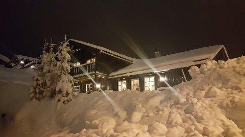 DRØMMEHYTTA: Mona Karlsen og familien har denne hytta i Branäsberget i Sverige. Foto: Privat
