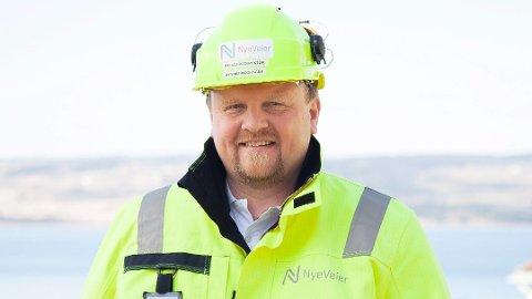 – Innen påske har vi sprengt ut cirka 20 prosent av det totale volumet. Sprengningsarbeidene går som planlagt og vi opplever kun begrensede utfordringer med fremkommeligheten på eksisterende E6, sier Øyvind Moshagen, prosjektdirektør i Nye Veier.