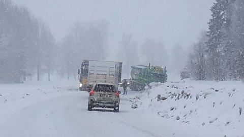 DØDSULYKKE: En person omkom da en personbil og trailer kolliderte på riksveg 3 på Opphus i Stor-Elvdal onsdag formiddag.