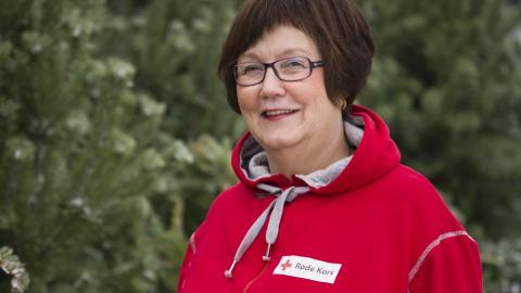FORNØYD: May Ljungqvist i Ringsaker Røde Kors er svært fornøyd med alle bidragene som aktører og folk har gitt i førjulstiden. - Det betyr utrolig mye, sier hun.