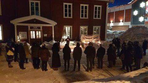 LIKELØNN: Even Eriksen snakket blant annet om likelønn i sin appell under 8. mars-arrangementet i Trysil sentrum fredag kveld.