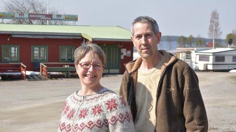 TRØBLETE START: Valdis Brynjolfsdottir og Sævar Hansson eier og driver Rokosjøen camping i Løten.