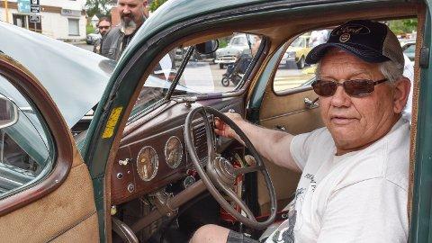 VETERAN: Kjell Henning Paulsen er stolt eier av en Ford V8 1939-modell.