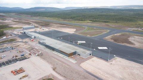 ÅPNER SØNDAG: Søndag lander det aller første flyet på Scandinavian Mountains Airport. Dette bildet er tatt 12. august.