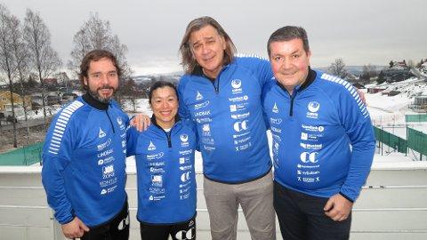 KLAR FOR GJØVIK: Valter Perisa, her flankert av fra venstre: styreleder Sigmund Hagen, trener Emi Uchibayashi, og sportslig leder Mirsad Pestalic.