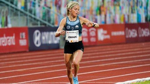 LØP PÅ BISLETT: Therese Johaug i aksjon på 10000-meter for kvinner under Impossible Games 2020 på Bislett. Foto: Cornelius Poppe (NTB scanpix)