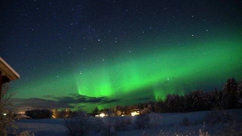 Nordlys over Nordbygda i Løten mandag 11. januar.