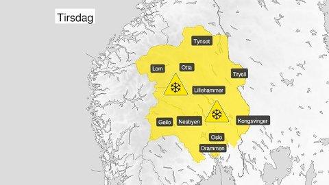 GULT FAREVARSEL: Fra natt til tirsdag lokalt 3-7 cm snø, mest i indre og høyereliggende områder. Nedbøren går over til regn i løpet av tirsdag.