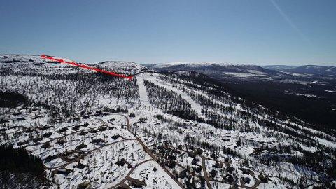 FORLENGES: Går alt etter planen vil skitrekket i Fulufjellet bli dobbelt så langt ved sesongåpningen i 2022. Den røde linja viser traseen der utvidelsen opp mot snaufjellet vil bygges.