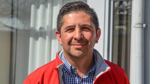 VOKSENOPPLÆRING: Andres Lopez starter i ny jobb i Voksenopplæringsforbundet, med ansvar for politisk og organisatorisk arbeid i region Innlandet.