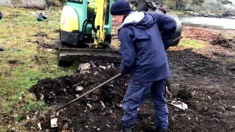 Store mengder med søppel ble gravd frem og fjernet fra øya.