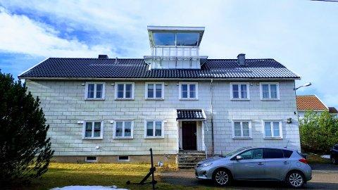 Dette gamle loshuset i Losveien 6 på Hvasser skal nå rives, og på samme tomt vil det bygges et nytt loshus.