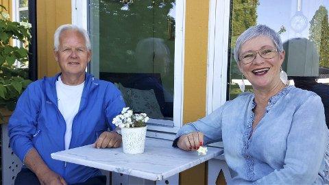 Jeanette Kristiansen og Per Martin Berg sørger for stemning på Husøy nå på onsdag.