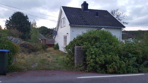 Østveien 55 fikk brev om boplikt også fra Tjøme kommune i sin tid. Dette bildet er fra før arbeidene som nå har pågått her en lang stund tok til.